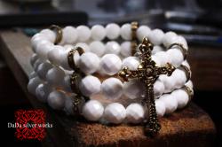 十字架ホワイトオニキス三連ブレスレット